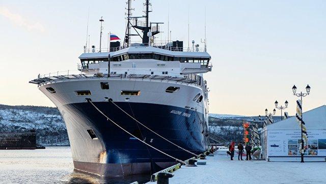 ВМурманске подняли флаг нановейшем судне для сейсморазведки «Академик Примаков»