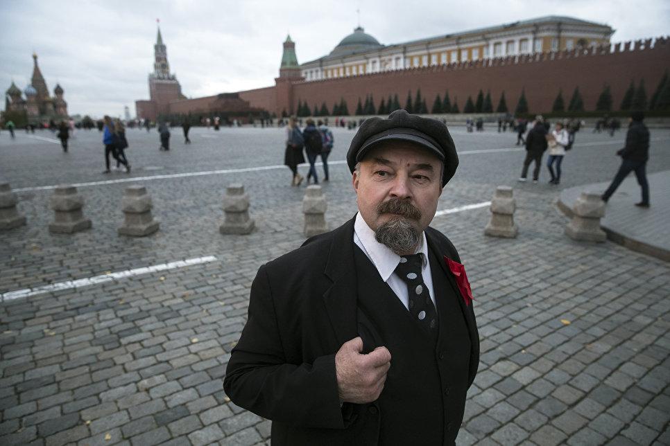 Двойник Ленина Сергей Соловьев на Красной площади в Москве