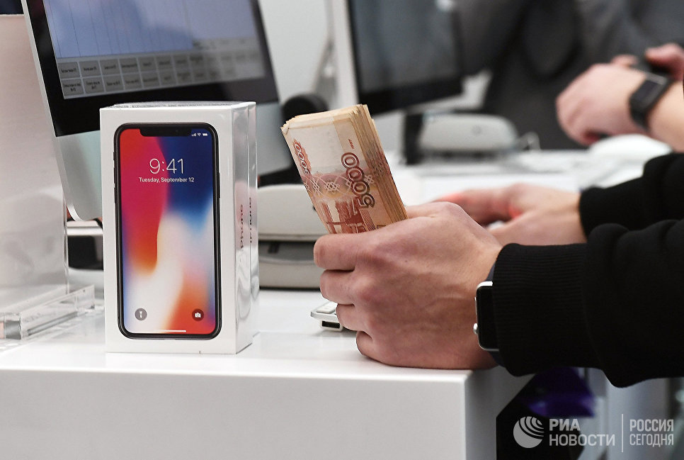 Старт продаж iPhone X в магазине re:Store на Тверской улице в Москве. 3 ноября 2017