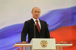Избранный президент РФ Владимир Путин произносит текст присяги во время церемонии инаугурации. 7 мая 2012