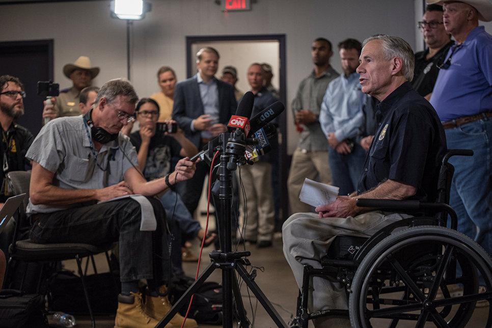 Губернатор штата Техас Грег Эббот выступает перед журналистами. 5 ноября 2017