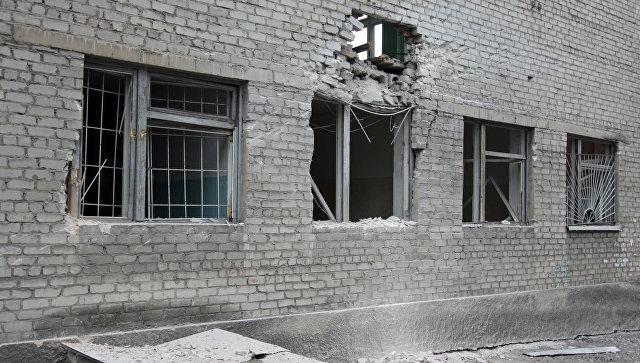 Повреждения в здании училища №58 в Донецке в результате ночного обстрела. 6 ноября 2017