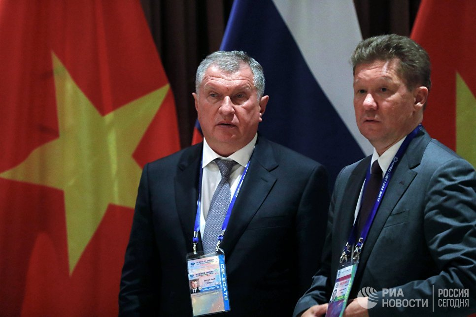 Игорь Сечин и Алексей Миллер на саммите АТЭС в Дананге. 10 ноября 2017