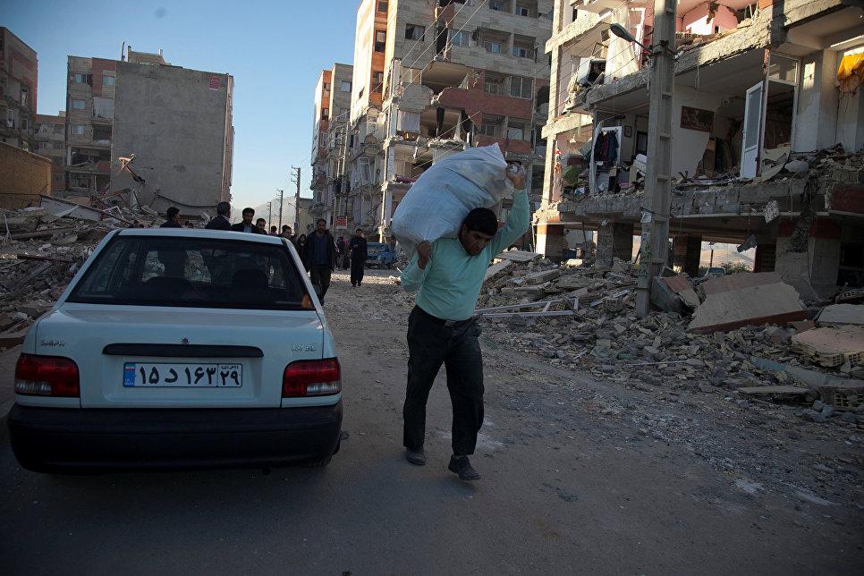 Последствия землетрясения в иранской провинции Керманшах. 13 ноября 2017 года
