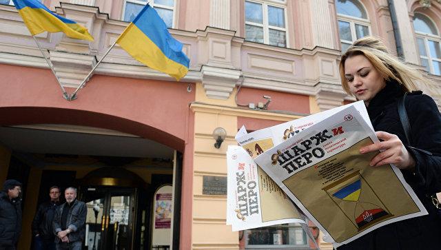 Возле здания Украинского культурного центра на Старом Арбате. Архивное фото