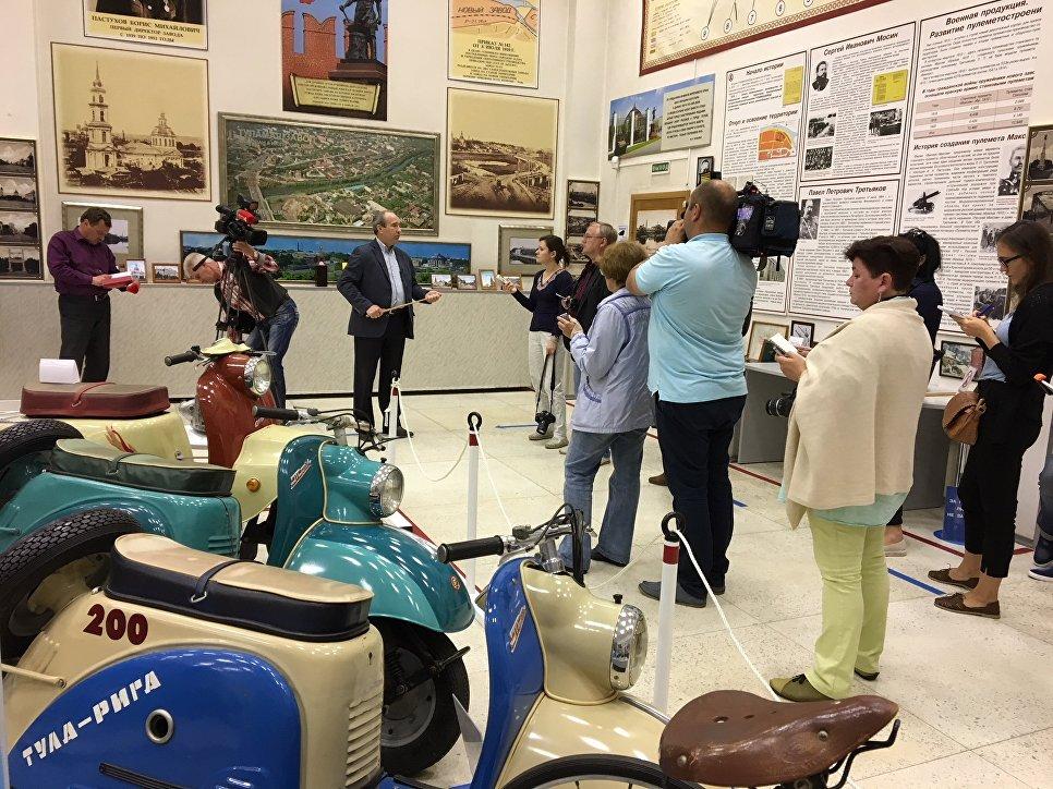 Журналисты двух стран в музее Тулмашзавода