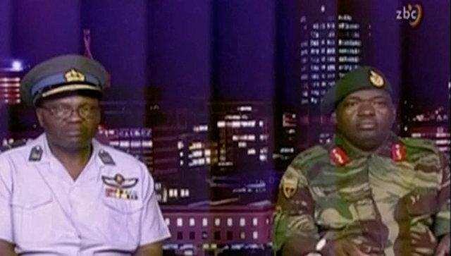 Генерал-майор СБ Мойо Сил обороны Зимбабве с видеообращением на телеканале ZBC. 15 ноября 2017