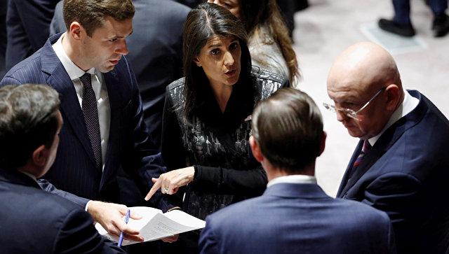 Постоянные представители России и США при ООН Василий Небензя и Никки Хейли во время заседания Совета Безопасности. 16 ноября 2017