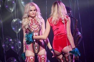 Участницы на фестивале близнецов Twins fest в Москве