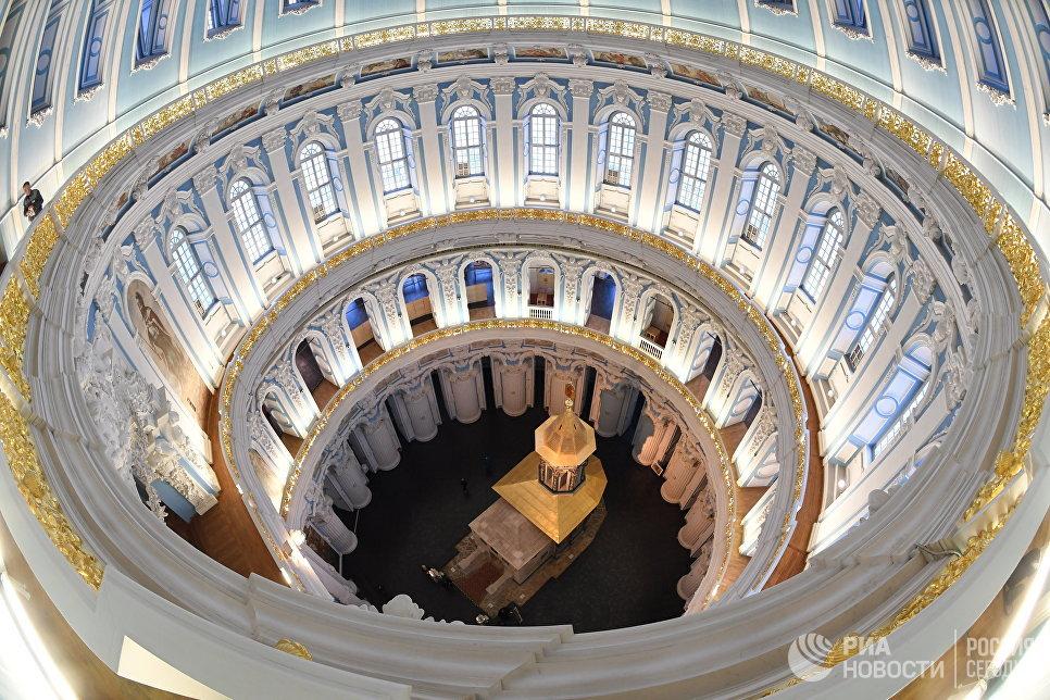 Купольная часовня в центре ротонды (кувуклия) Воскресенского собора на территории Ново-Иерусалимского мужского монастыря