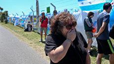 Женщина плачет на морской базе в Мар-де-Плата в Аргентине. 23 ноября 2017