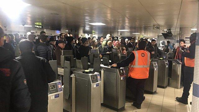 Посетители станции метро Oxford Circus