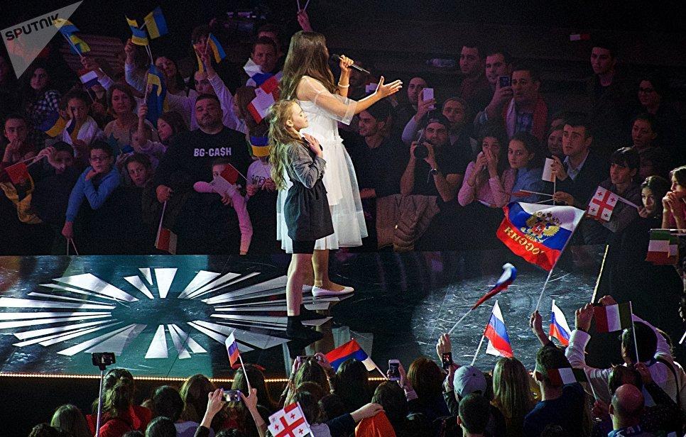 Российская певица Полина Богусевич выступает в финале конкурса Детское Евровидение - 2017 в Тбилиси. 26 ноября 2017