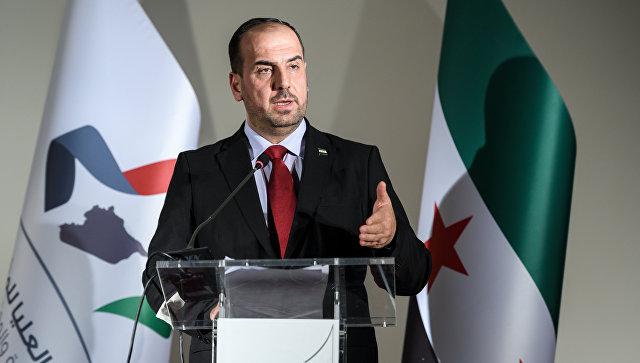 Глава Сирийской оппозиционной партии Наср аль-Харири на пресс-конференции накануне нового раунда мирных переговоров в Женеве. 27 ноября 2017