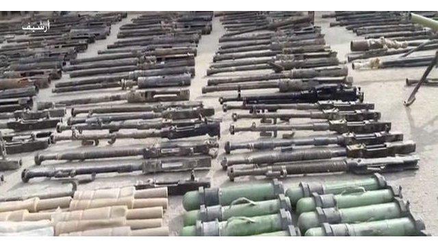 Оружие, обнаруженное сирийскими военными в освобожденных от боевиков ИГ (террористическая организация, запрещена в РФ) районах провинции Дейр-эз-Зор. Архивное фото