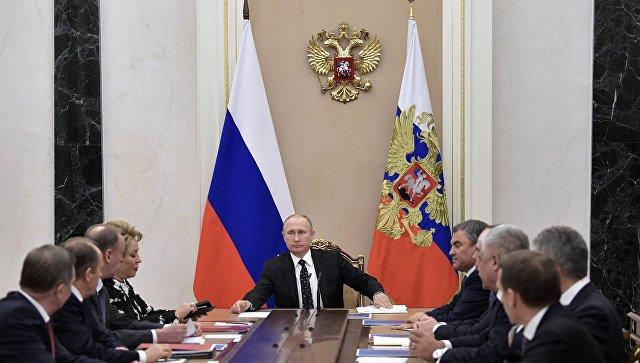 Президент РФ Владимир Путин проводит совещание с постоянными членами Совета безопасности РФ. 1 декабря 2017