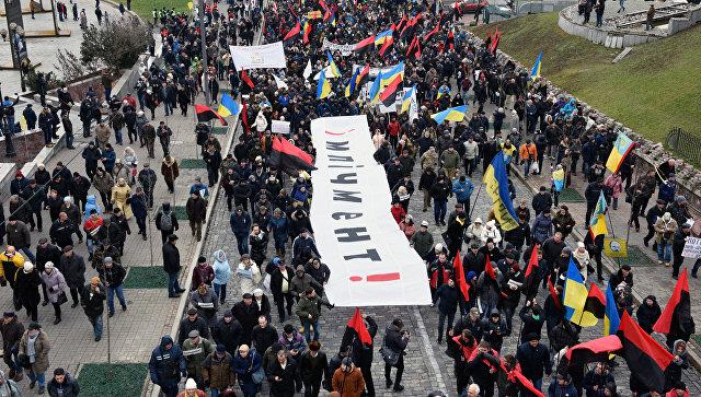 ВКиеве оппозиционные активисты провели «марш заимпичмент»