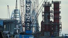 Строящийся Крымский мост в Керченском проливе. Архивное фото