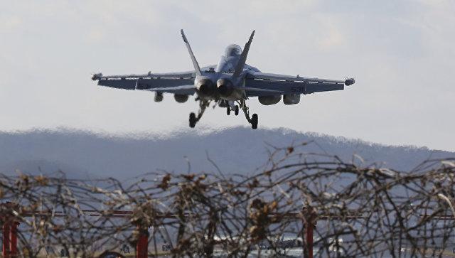 Американский самолет EA-18G Growler на авиабазе Осана во время совместных учений с Южной Кореей. 4 декабря 2017