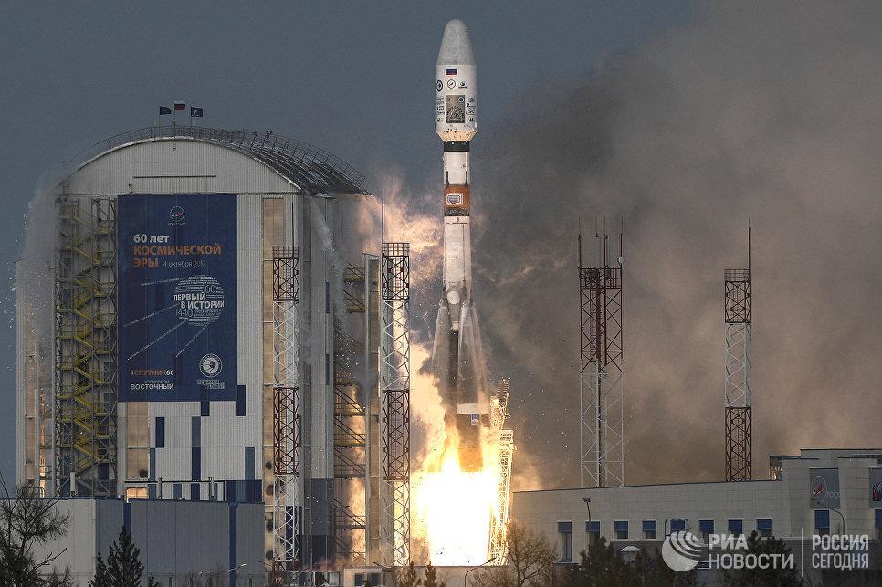 Старт ракеты носителя Союз-2.1б с космодрома Восточный. 28 ноября 2017