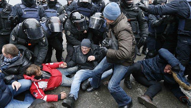 Столкновения сторонников Михаила Саакашвили с сотрудниками полиции в Киеве, Украина. 5 декабря 2017