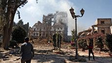 Последствия авиаударов в столице Йемена Сане