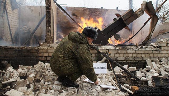Последствия обстрела пригорода Луганска. 6 декабря 2017