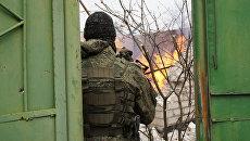 Последствия обстрела со стороны ВСУ поселка Красный Яр в пригороде Луганска. Архивное фото