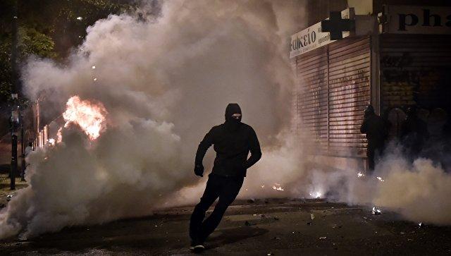 ВГреции полицейские разогнали анархистов слезоточивым газом