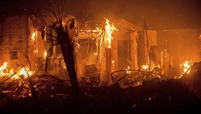 В Калифорнии возобновили эвакуацию из-за природных пожаров