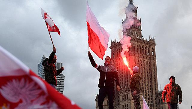 Участники демонстрации в честь Дня независимости в Варшаве, Польша
