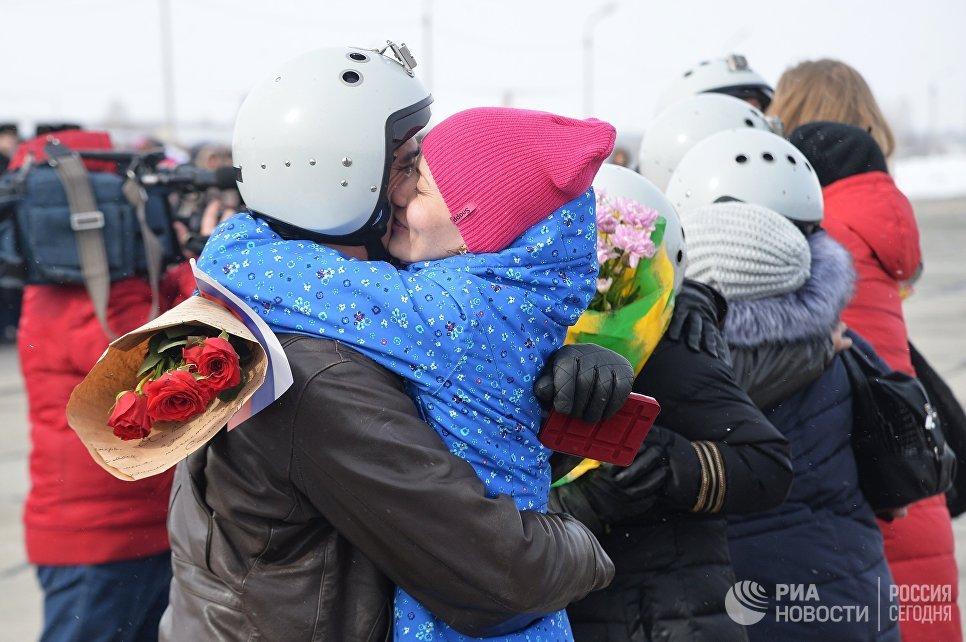 Встреча экипажей бомбардировщиков Су-24М ВКС России, вернувшихся из Сирии, на аэродроме Шагол в Челябинске