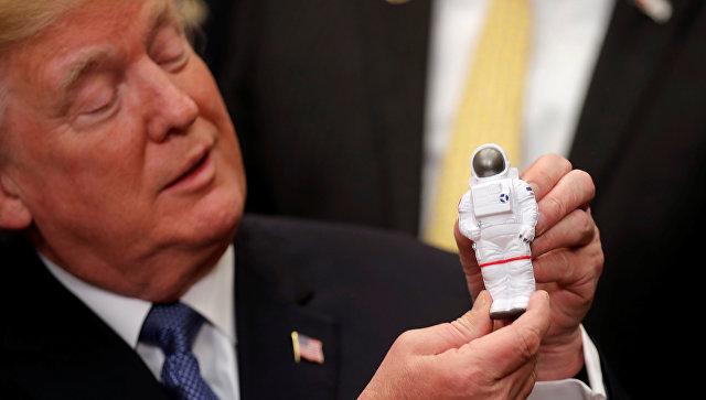 Президент США Дональд Трамп после подписания директивы по политике направленной на возвращение американских астронавтов на Луну. 11 декаб