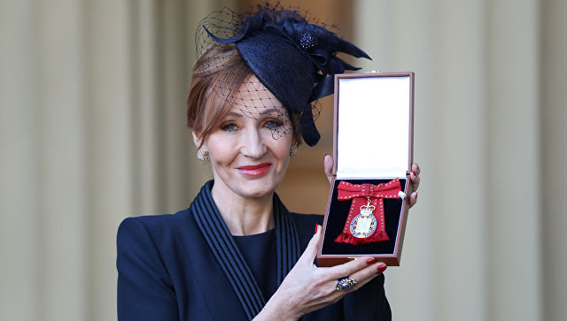 Принц Уильям наградил Джоан Роулинг