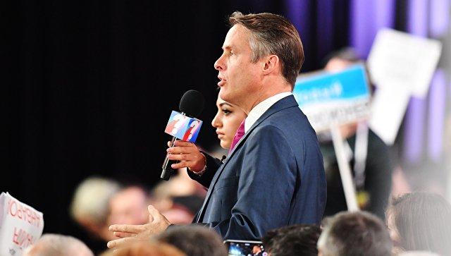 Журналист NBC News Теренс Моран задает вопрос президенту РФ Владимиру Путину на ежегодной большой пресс-конференции