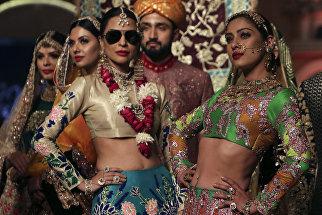 Показ модной колллекции Ali Xeeshan во время Pantene Hum Bridal Couture Week в Лахоре, Пакистан