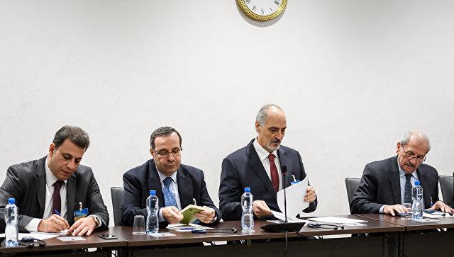 Постпред САР при ООН Башар Джаафари во время мирных переговоров по Сирии в ООН в Женеве, Швейцария. 14 декабря 2017