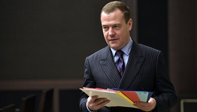 Медведев поздравил Чувашский академический драмтеатр со 100-летием