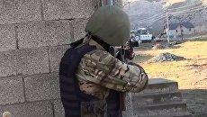 Сотрудник правоохранительных органов в селе Губден Карабудахкентского района Дагестана. архивное фото