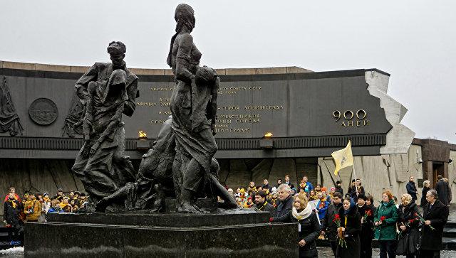 Памятник Блокада. Архивное фото
