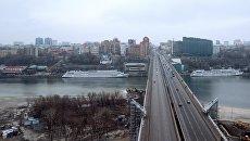 Движение по Ворошиловскому мосту через реку Дон. Архивное фото