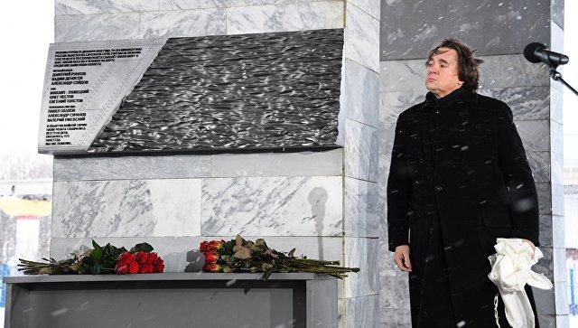 Генеральный директор Первого канала Константин Эрнст на церемонии открытия мемориала в память о погибших журналистах в Москве. 25 декабря 2017