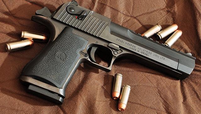 Пистолет Desert Eagle .50. Архивное фото