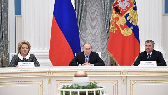 Президент РФ Владимир Путин проводит встречу с руководством Совета Федерации и Государственной Думы РФ. 25 декабря 2017