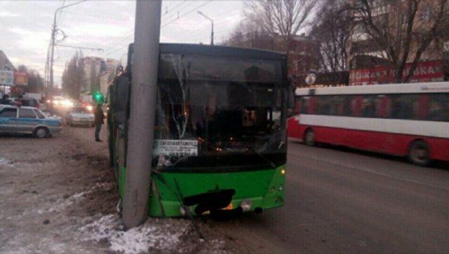 На месте ДТП с маршрутным автобусом в Саратове