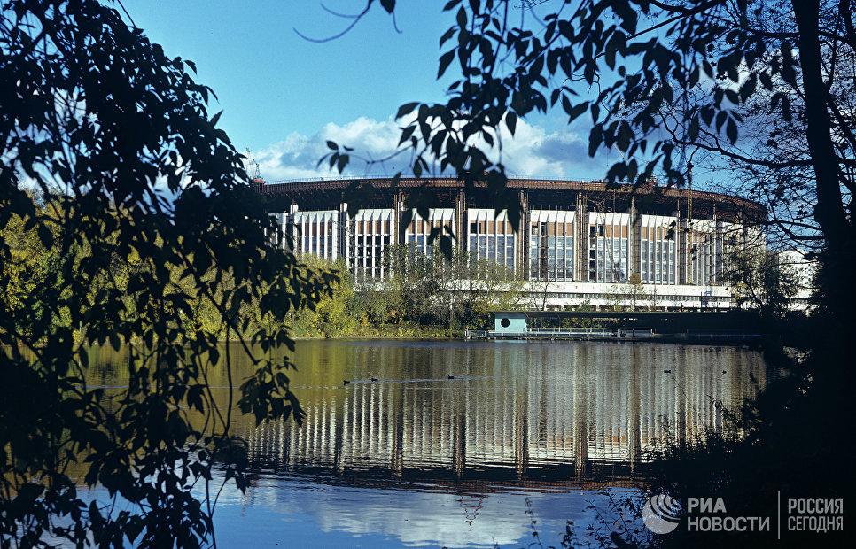 Универсальный стадион на 45 тысяч человек (ныне - спортивный комплекс Олимпийский)