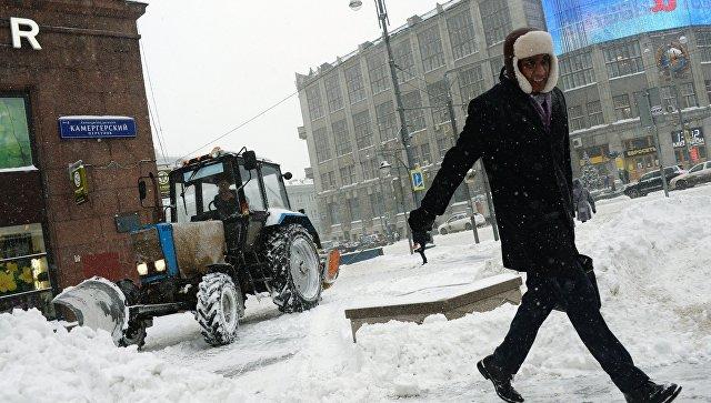Столичные коммунальщики впервый раз в 2018-ом году вышли науборку снега