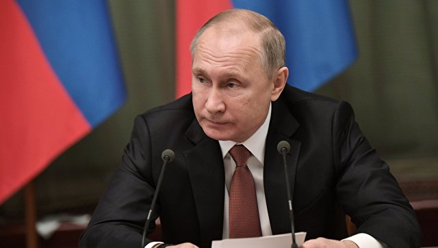 Президент РФ Владимир Путин во время встречи с членами кабинета министров в Доме правительства РФ. Архивное фото