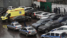Полиция и автомобиль реанимации на Иловайской улице. 27 декабря 2017