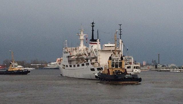 Океанографическое исследовательское судно Адмирал Владимирский. Архивное фото
